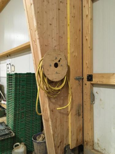 Construction enrouleur tuyaux d'eau de jardin avec demi touret