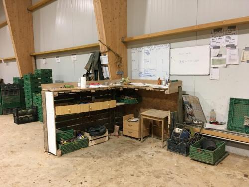 Construction Bureau d'angle en box agricole et planches de récupération