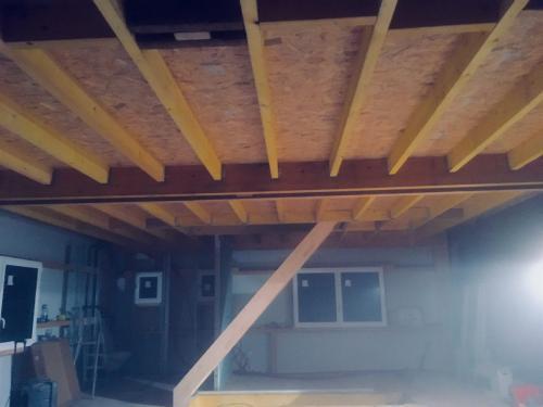 Pose d'un plancher bois 77m2 + escalier