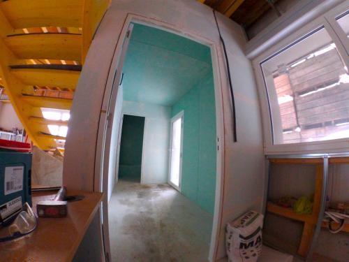 Pose d'un sas d'entrée en Carreau de plâtre et isolation intérieur + placo hydrofuge.