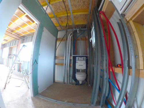 Pose d'armature métallique, portes, isolation, et placo hydrofuge + pose WC suspendu